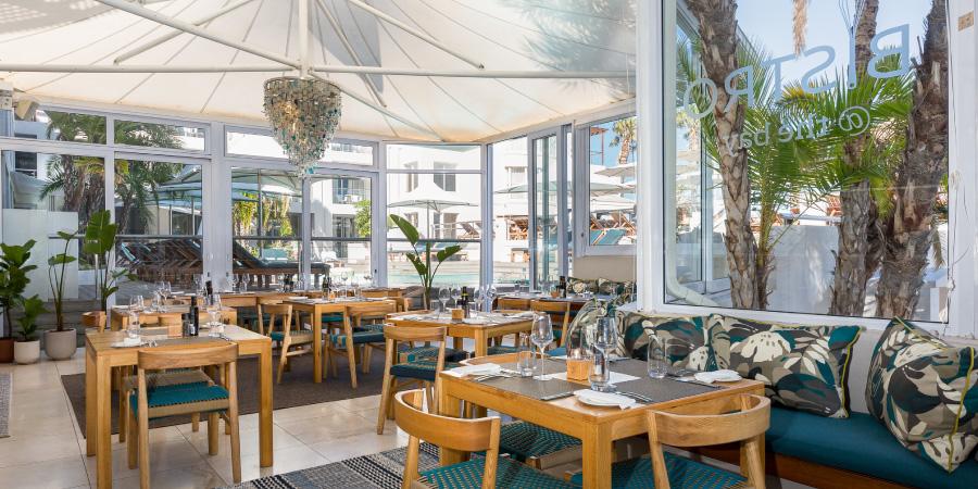 the-bay-hotel-restaurants-bistro-interior