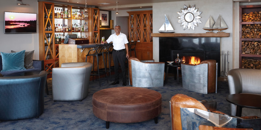 the-bay-hotel-restaurants-caamils-bar-caamil