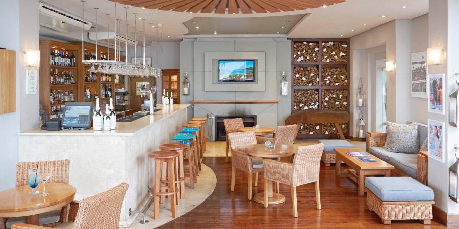 the-bay-hotel-restaurants-sandyb-bar