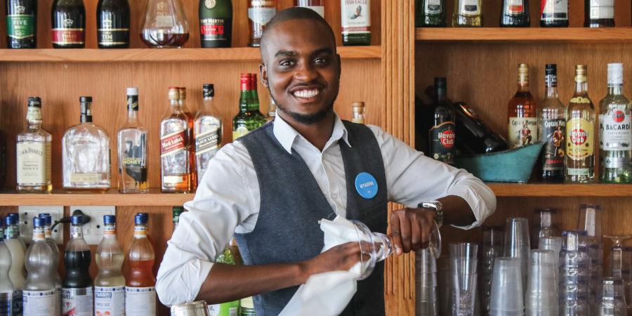 the-bay-hotel-restaurants-sandyb-barman